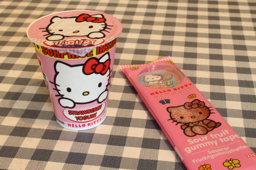 Hello Kitty Surprise Strawberry Yogurt & Sour Gummy Strips