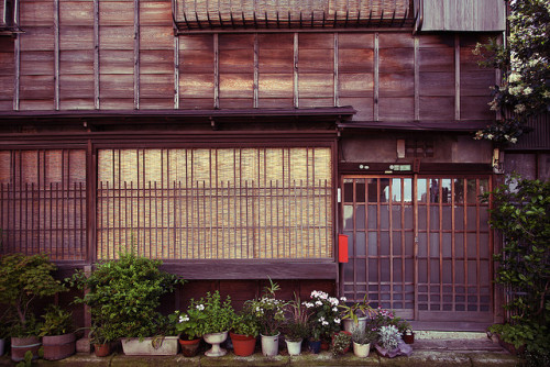 hiromitsu:  Old House by mrhayata on Flickr.