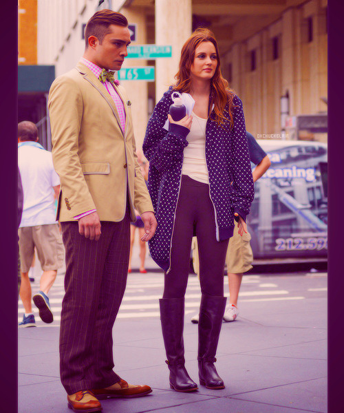 Ed Westwick & Leighton Meester filming Gossip Girl season 6 in NYC (August 10, 2012).