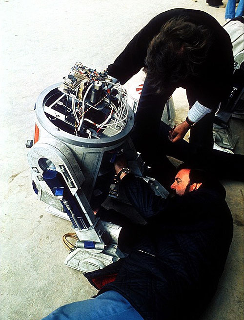 Behind the scenes on the set of Star Wars (1977)