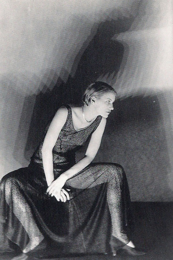 lauramcphee:  Lee Miller, 1929 (Man Ray) via iconoclassic | designleemiller