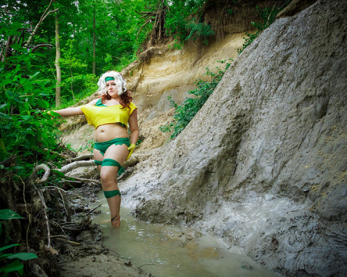 comicbookcosplay:  Myself as Savage Lands Rogue Submitted by dancingleia [facebook.com/roguemarie84]  Now that is tasty