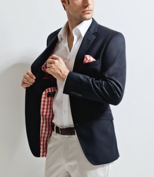 The red gingham lining on this Blazer is great.