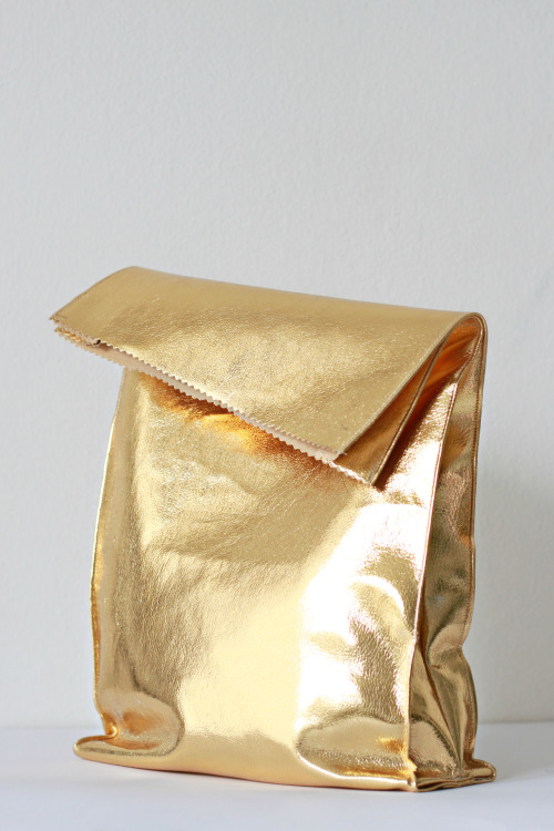 lushclub:  gold lunch bag