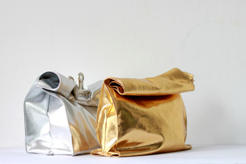 i-love-aesthetics:  DIY 'foil' lunch bags> http://love-aesthetics.blogspot.com