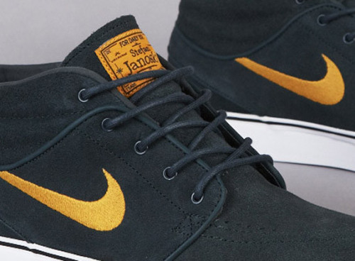 Nike Zoom Stefan Janoski Mid - Seaweed a look at a new Janoski Mid colourway out now.  Seaweed Green uppers in suede with Gold accents on the swoosh, sole, and tongue.  clean colourway, great looking suede. click here for more pics Related articles Nike SB Zoom Stefan Janoski - Spring 2013 a look at three… (fudgetacker.tumblr.com)