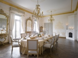 Chateau Gold Room