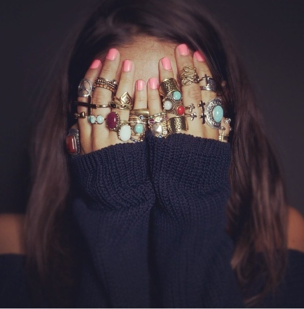 glamour:  A collection of rings via mariaduenasjacobs.tumblr.com