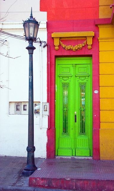 Color blocking perfection in Argentina. (via)