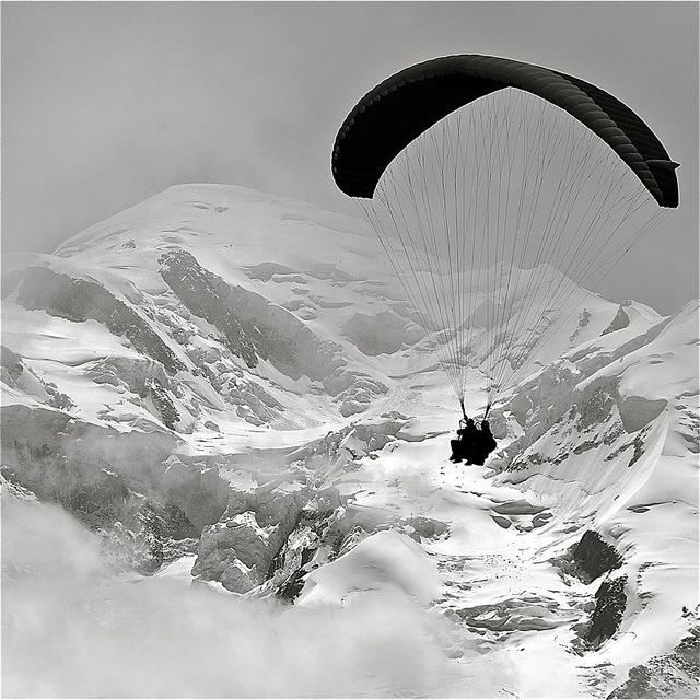 photo boillon christophe / photo au carré n&b parapente & sommet du mont-blanc / juste une grande envie d'espace vierge by BOILLON CHRISTOPHE on Flickr.