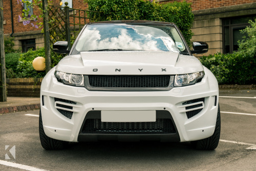 crash—test:  ONYX Concept Range Rover Evoque (by Richard Raw)