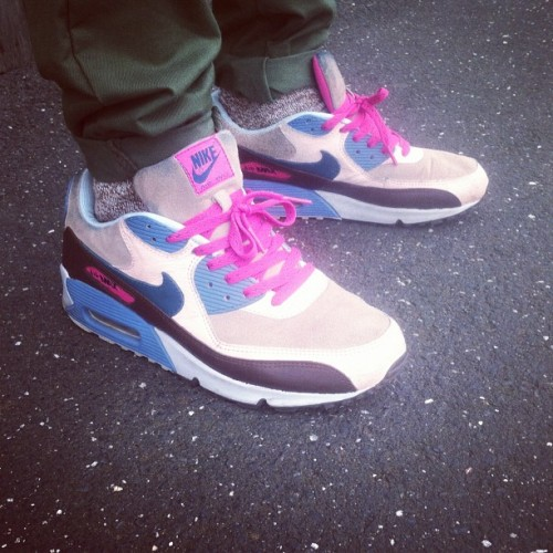 Air Max 90 size? Clerks pack #thedropdate #sneakerpedia #nike  (Taken with Instagram)