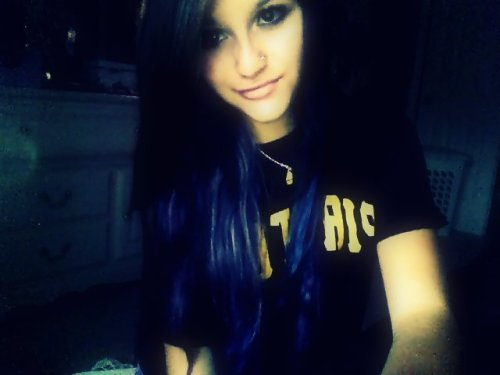 umm-i-kinda-like-you-bye:  i decided to dye my hair blue :)  no more ariana grande look alike! REBLOG and like PLEASE:)