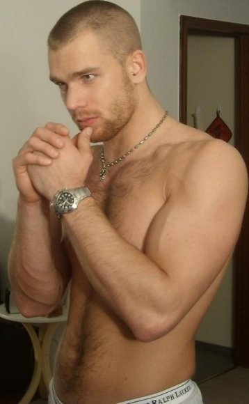 realmenstink:  HOT STUDLY SCRUFFSTER !!!   Hot