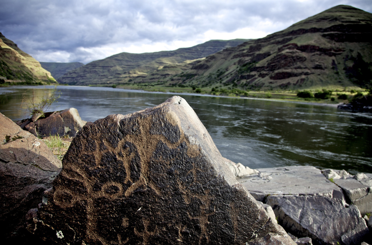 oregonianphoto:  There are hundreds of Native American rock art carvings along the shores of The Snake River at Buffalo Eddy, on the Washington side of Snake River. A short trail leads along the river to the rocks. Ancestors to today's Nez Perce created the petroglyphs between 4,500 and 300 years ago.  Jamie Francis/The Oregonian
