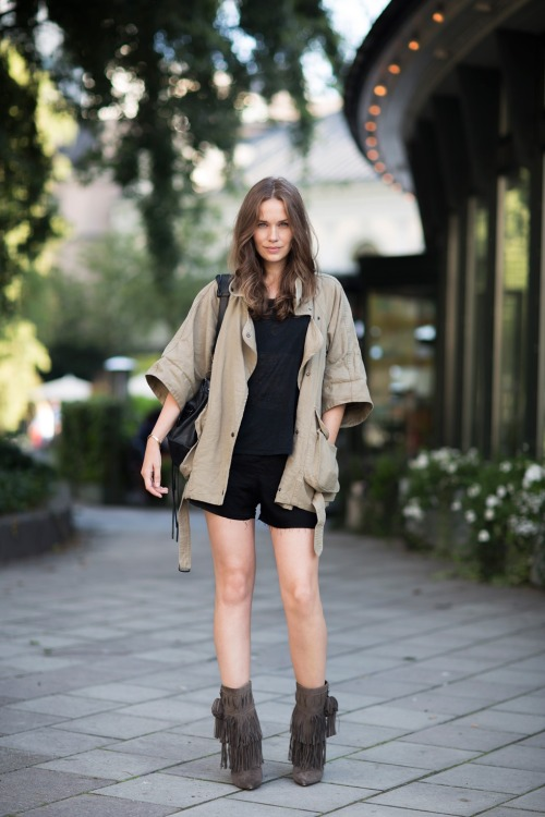 Isabel Marant boots and jacket, ACNE top and shorts, Balenciaga bag [source: Carolines Mode]