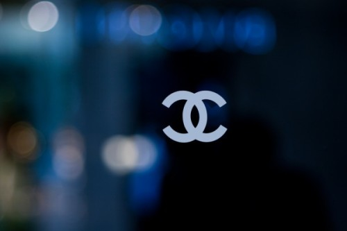 Chanel shop window by 50mm