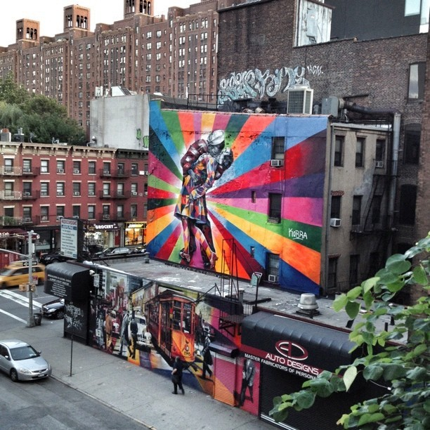 VJ day in time square graffiti by Eduardo Kobra. #graffiti #chelseanyc #nyc #newyorkcity #eduardokobra #streetart #art #vjday (Taken with Instagram at Audio Designs)