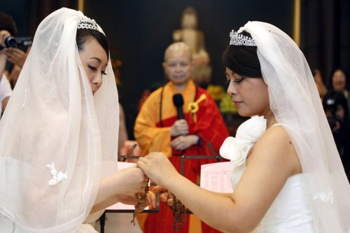 "quirkytaiwan:  13 Photos From Taiwan's First Same-Sex Buddhist Marriage Huang Mei-yu and Yu Ya-ting wed Saturday in a traditional Buddhist ceremony. Their union still isn't recognized by the Taiwanese government, though support for gay marriage is mounting across Asia. By Jessica Testa on Buzzfeed  Buddhist Master Shih Chao-hwei performed the ceremony, giving the women his full support: ""I am certain you will lead a life of happiness together, especially after you have overcome so much difficulty and societal discrimination,"" he said. ""You have blessings not only from the Buddha, but also from those whom you may or may not know who are in attendance.""   POR ESO AMO SER BUDISTA!"