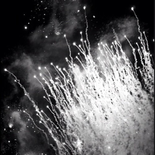 #blackandwhite #bnw #bw #fireworks #explode #smells #great #aliens (Taken with Instagram)