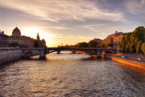 allthingseurope:  Sunset in Paris (by cuellar)