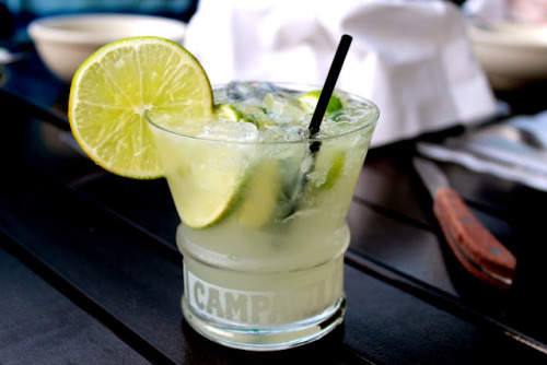 foxxies:  flovverita:  is this a caipirinha? it looks good  yum