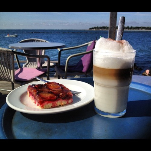 Summer - just a break with a coffee and a cake (Wurde mit Instagram in Café Sorgenfrei aufgenommen.)