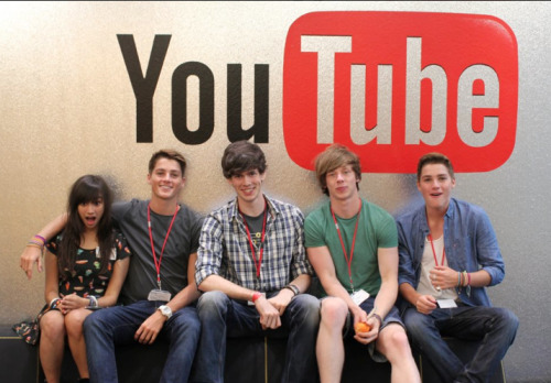 kimmismiles:  Another shot from Youtube HQ w/ Finn, Tom, Tom and Jack!! <3 SUMMER IN THE CITY IS SO CLOSE!! HOPE TO SEE A LOT OF YOU THERE <3 x