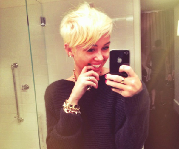 Mylie Cyrus cuts her hair …
