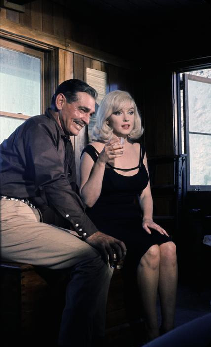 thebeautyofmarilyn:  Marilyn photographed with Clark Gable on the set of The Misfits, 1960.
