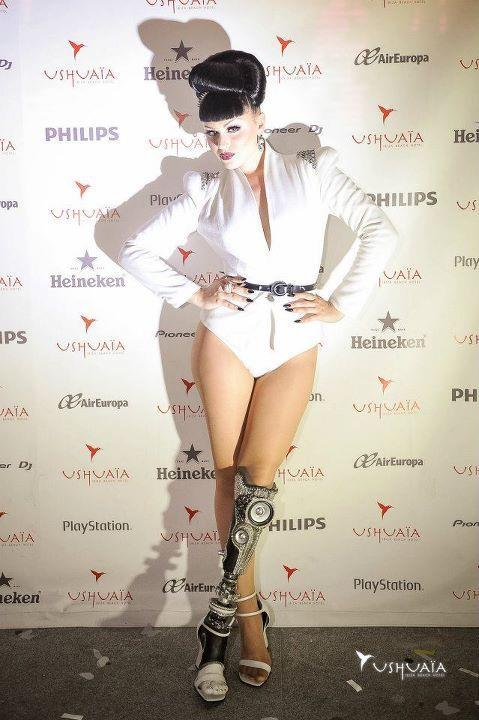 annadoll2001:  Viktoria Modesta with amazing embellished prosthetic leg with speakers. Check out: www.thealternativelimbproject.com Via David Wood