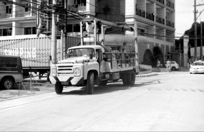 Cool old school tow truck.
