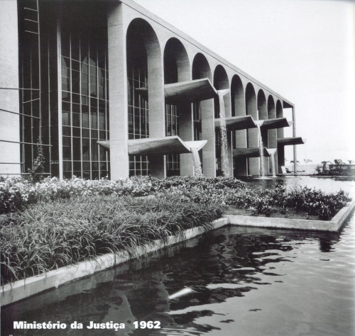 "paddle8:  Oscar Niemeyer, Ministério da Justiça, 1962.  be sure to check out our amazing project ""Oscar Niemeyer in 3D"""