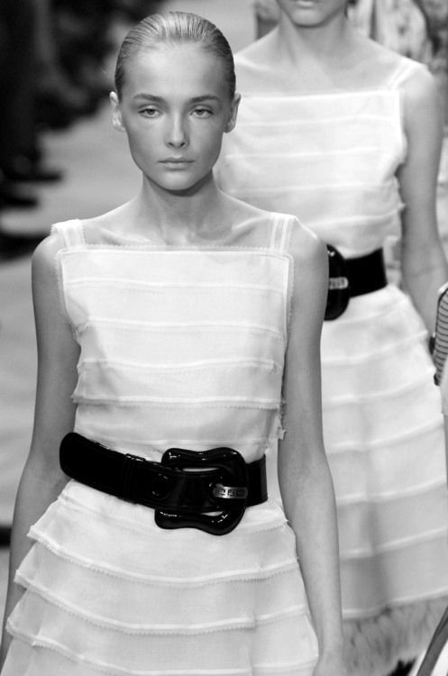 death-on-the-runway:  Snejana Onopka at Fendi SS 06
