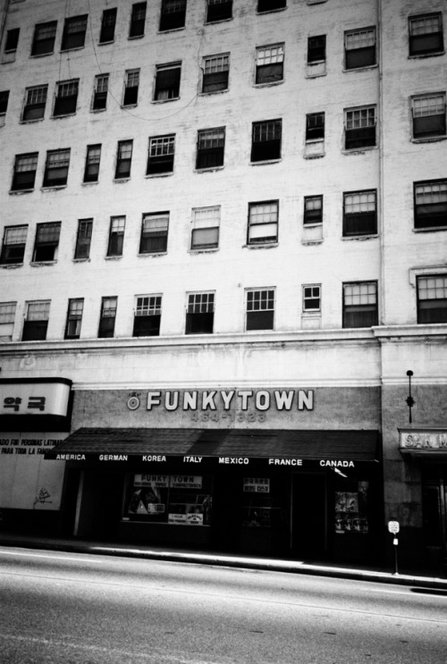 damnthatswhack:  Try to not hum the beat to funkytown now…too late.