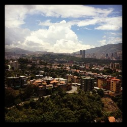 Sun is shinning, weather is sweat yea #caracas #venezuela @sduhau  (Taken with Instagram)