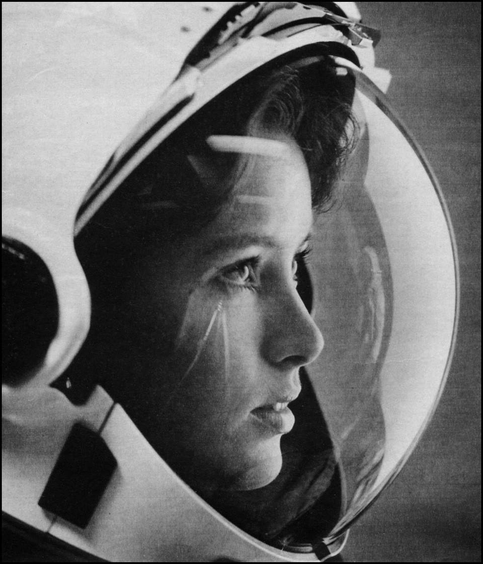 The first mother in space- Anna Lee Fisher (1984)