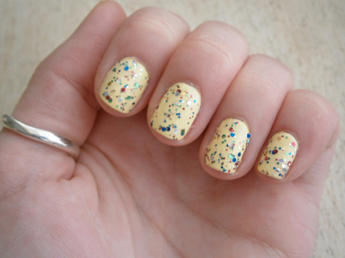 chit chat glitter nail varnish