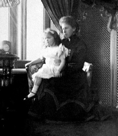Grand Duchess Olga with her parents' cousin Princess Beatrice, daughter of Prince Alfred and Marie Alexandrovna: 1897.