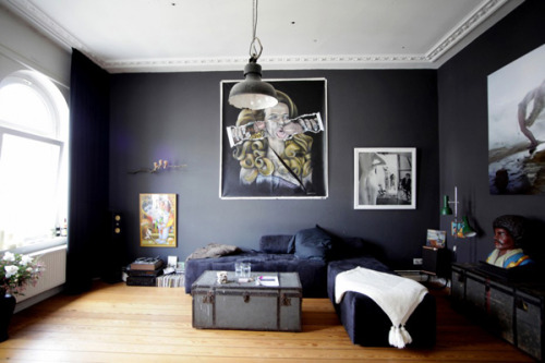 i'm a lover of black walls. what do you think?  [via: blood and champagne]