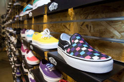 vans-supreme:  B r 0 k e n . P l a c e on We Heart It. http://weheartit.com/entry/28955926