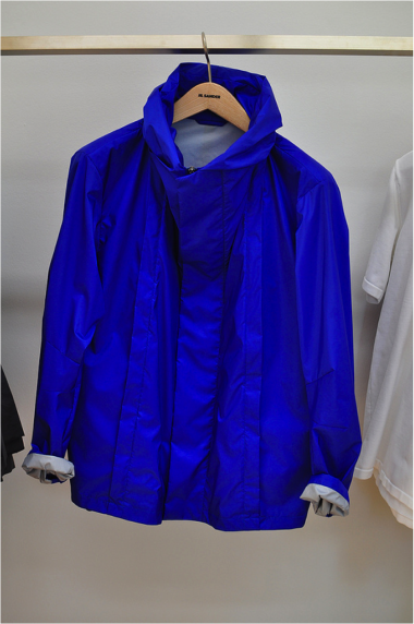 mypantalones:  Jil Sander rainwear will never not impress me. The perfect sleek silhouette with the ultimate functionality. Best windbreaker I've ever owned is from +J. This one is brand new from the S/S 2013 collection.  Jesus Christ..this jacket.