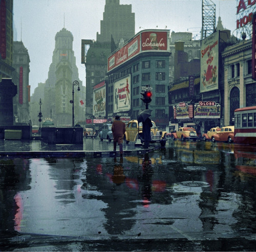 ovadiaandsons:  Times Square, 1943  Love old color photos