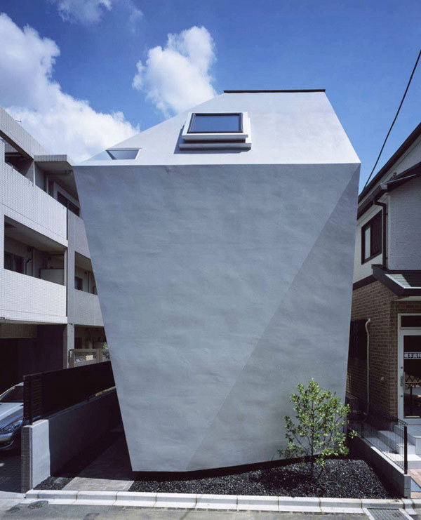 thekhooll:  Irregular A contemporary Japanese design, the irregularly shaped BB House by Yo Yamagata Architects… meets the challenging site requirements of a central Tokyo neighborhood.