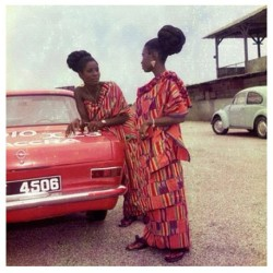 Nnow this is a beautiful Caption. Ghanaian women in the 70's. #Darkskinned #beautiful #Africanwomen #Ghana #Kente
