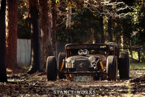 classandcars:  Mother of everything rusted.