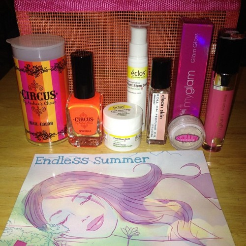 #Glammies …This was a good bag this month! #BeautyBoxes #MyGlam #Cosmetics #LipGloss #AndreasChoice #NailPolish #Makeup #Circus #instahub #iphonesia #beauty #chynawhyte  (Taken with Instagram)