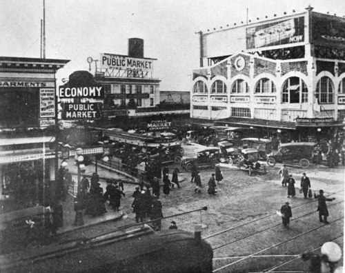 Pike Place Market, 1916. Seattle Municipal Archives.