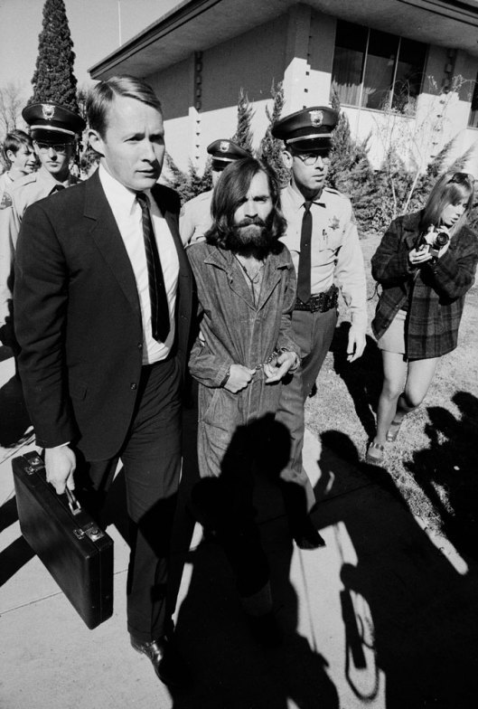 cruello:  Charles Manson is led to court for a grand jury appearance in California in 1969. Photo: Vernon Merritt III  via