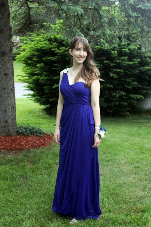 disappearingoctopus:  AYLEN IS LITERALLY WEARING THE SAME PROM DRESS AS ME OMG STOP   OMG NOT EVEN RELATED BUT AYLEN IS WEARING THE SAME PROM DRESS AS I DID